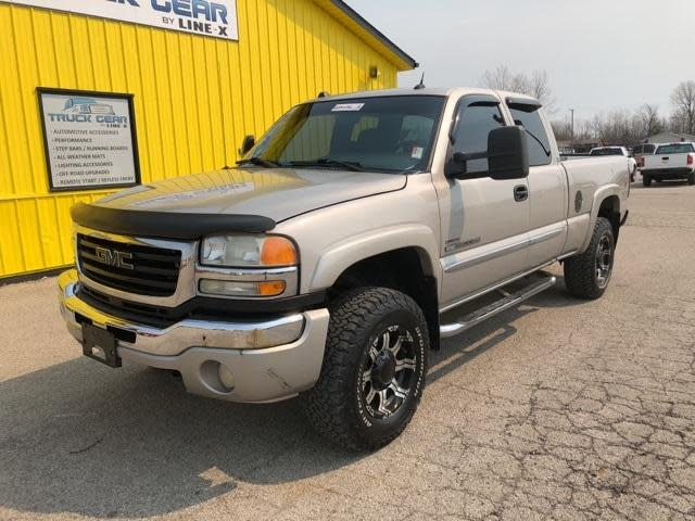 Used Gmc Sierra Under  15 000 In Indiana For Sale        Used Cars On     2005 GMC Sierra 2500HD SLT 5 seats 4 door with CD Changer