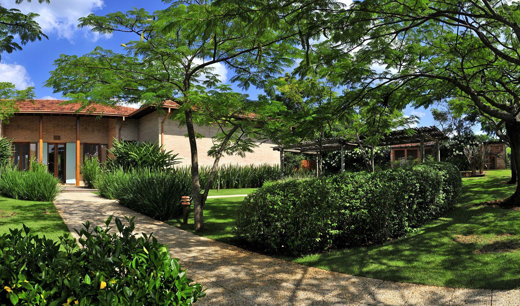 Dise o de exteriores jardines modernos y tropicales for Jardines exteriores de casas de campo