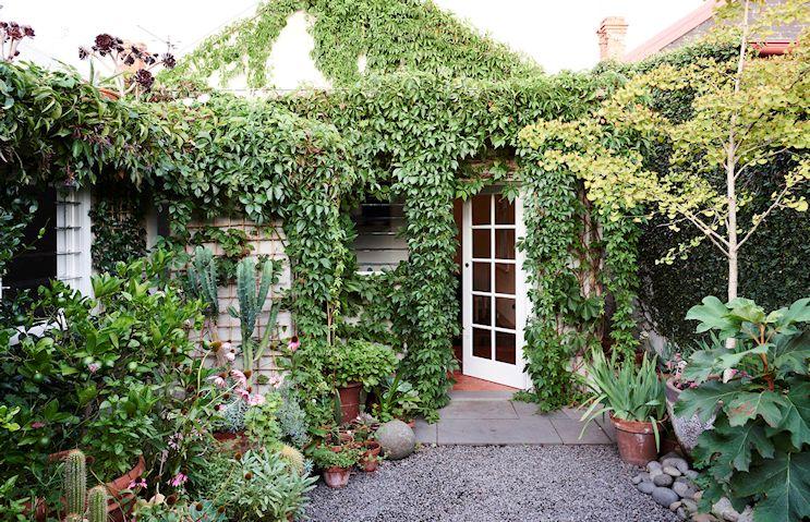 Dise o de jardines un jard n peque o y frondoso de 24 metros for Diseno jardin mediterraneo