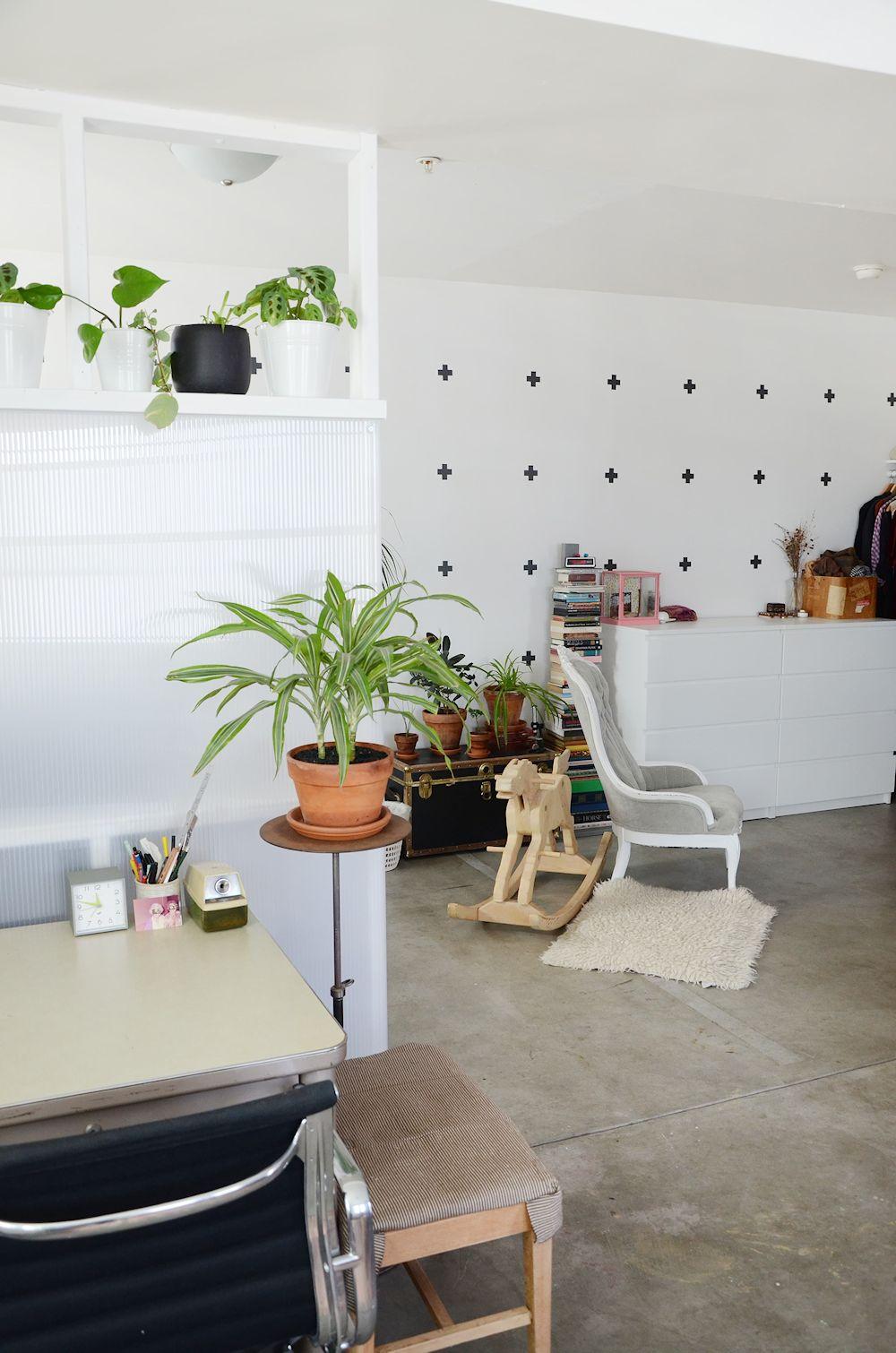 Muebles Usados Textiles Y Plantas En La Decoraci N De Un