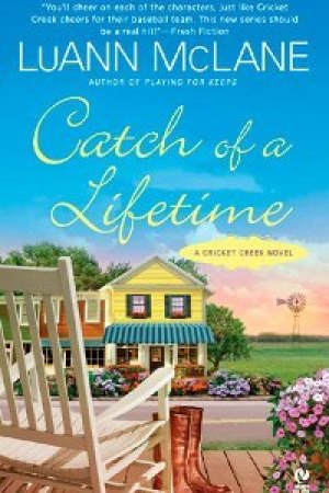 Reading books Catch of a Lifetime (Cricket Creek, #2)