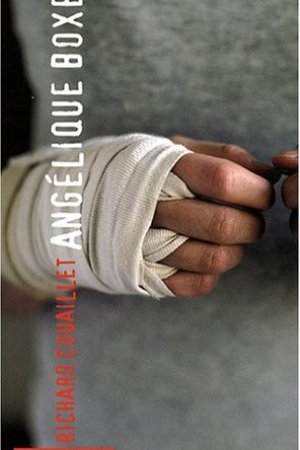 Reading books Anglique boxe