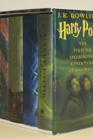Reading books Harry Potter Collection (Harry Potter, #1-6)
