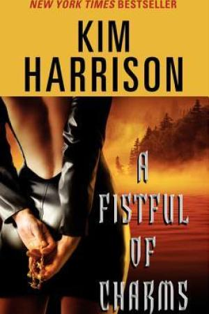 Reading books A Fistful of Charms (The Hollows, #4)