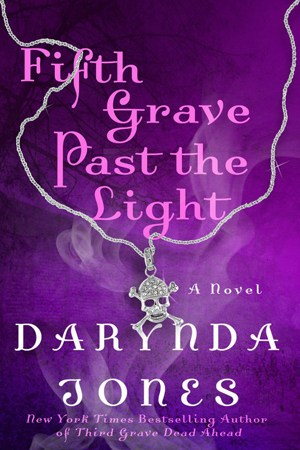 Reading books Fifth Grave Past the Light (Charley Davidson, #5)