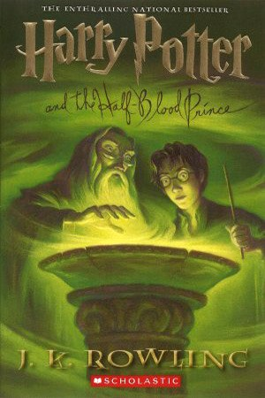 Reading books Harry Potter and the Half-Blood Prince (Harry Potter, #6)