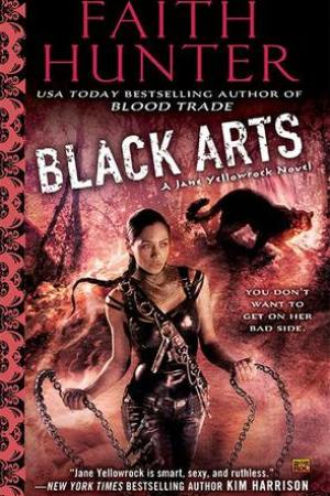 Reading books Black Arts (Jane Yellowrock, #7)