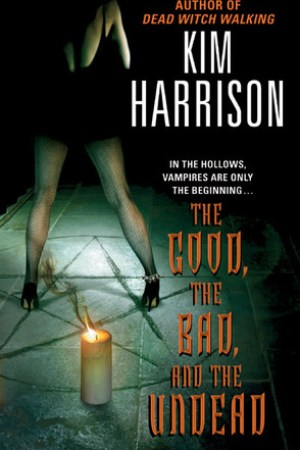 Reading books The Good, the Bad, and the Undead (The Hollows, #2)
