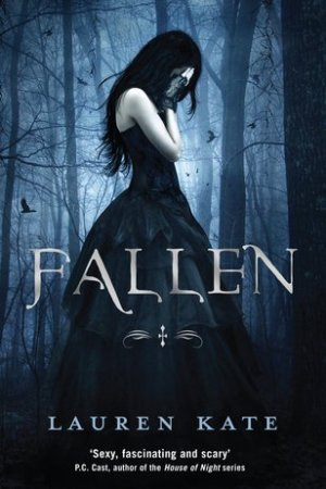 Reading books Fallen (Fallen, #1)