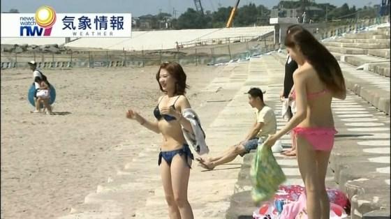 【お尻キャプ画像】今から夏が待ち遠しい、テレビに映る水着からはみでるお尻が見たいんやww 12