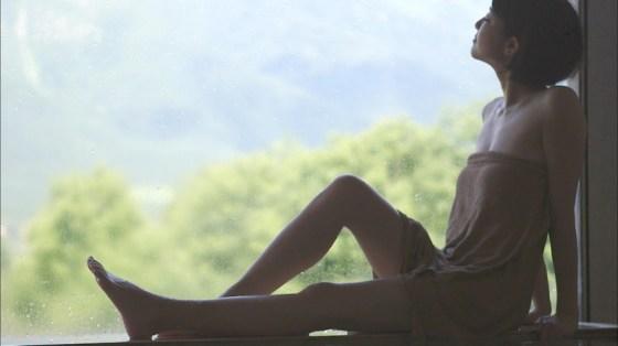 【温泉キャプ画像】温泉番組で女性たrんとが出てくると必ずオッパイ半分出して出てくるよなw 07