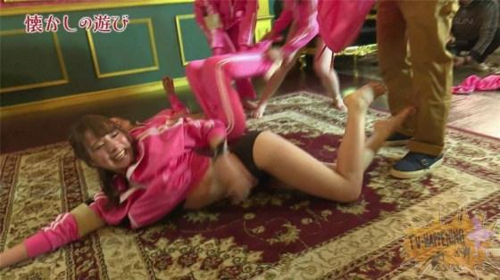【お宝エロ画像】ケンコバが大根抜きゲームやってて美女のズボン脱がしまくってTバックのお尻が丸出しになってるw 15