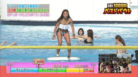 【水着キャプ画像】やっぱりグラドルとかがテレビで水着姿で出てくるとまずはポロリ期待するよなw 21