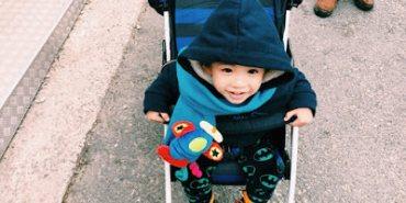 〔旅行〕帶小孩出國玩|必備工具,輕量級Aprica嬰兒推車
