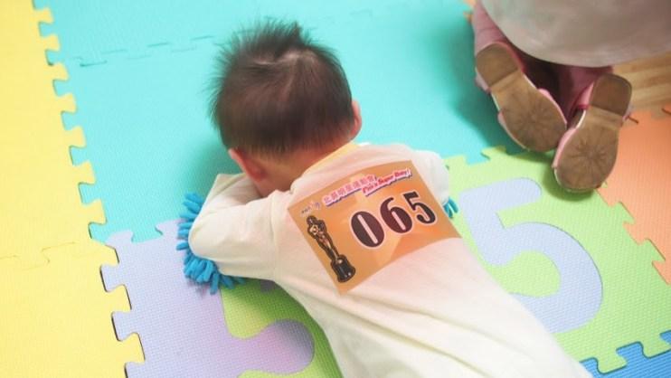 【Baby】小Lu人生第一場爬行比賽—慘敗!!!