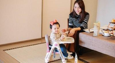 【育兒】每家都必備一張超輕盈萬用的Apramo Flippa可攜式兒童餐椅(附贈新款置杯架,坐墊,提袋)、環保的矽膠吸管!