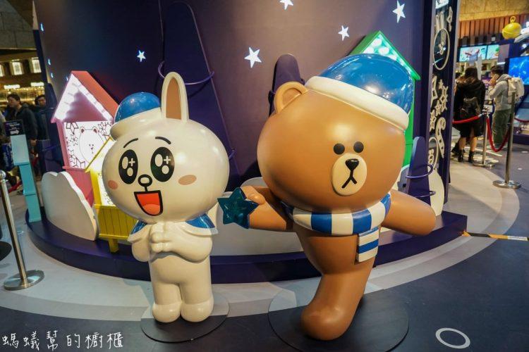 香港旺角朗豪坊|期間限定LINE FRIENDS CHRISTMAS PLANET,一起跟熊大兔兔合照留影。