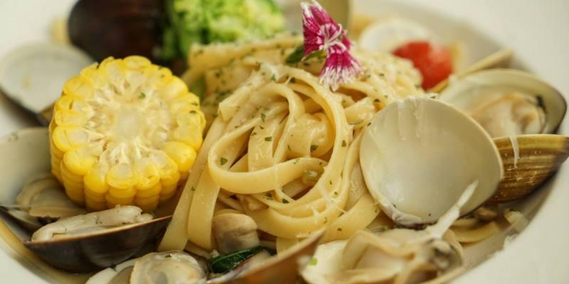 台中路義思LOIS小館|浮誇系白酒蛤蠣麵,蛤蠣大顆感受出老闆的堅持!餐點口味清爽健康。