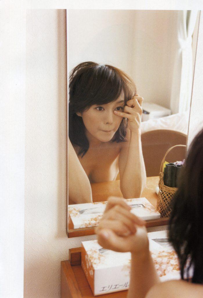 【H,エロ画像】裸セミぬーどや生尻がえろい奥貫薫 の写真集画像を集めたぜwww