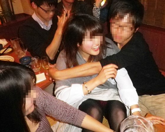 リア充の酔っぱらい飲み会がいかに簡単にヤレるか分かるエロ画像を貼ってくわwwwwww