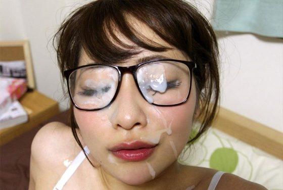 メガネ女子に顔射ぶっかけする快感は別格でエロいwwwwwww(画像あり)