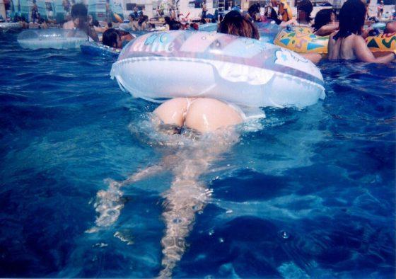 日本のプールもかなりエロい!ポロリ多数でこりゃ勃起不可避だぞwwwww(画像あり)