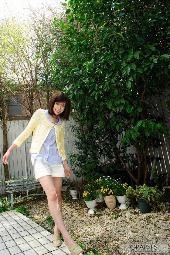 目をこすると上戸彩にも見えなくない秋田県生まれの白肌ぷにぷにAV女優さん☆