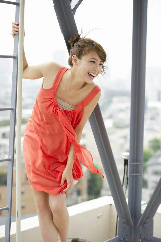美脇も美脚もめっちゃキレイすぎる兵庫県出身女優をご覧くださいwwww