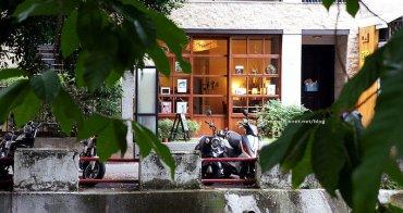 【台中南區咖啡】一本書店 - 一平方英寸的寂靜.享受自己的靜謐.屬於我文青的午茶.公休周一.二