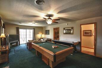 Billiards and Air Hockey at Livin' Lodge in Sky Harbor TN