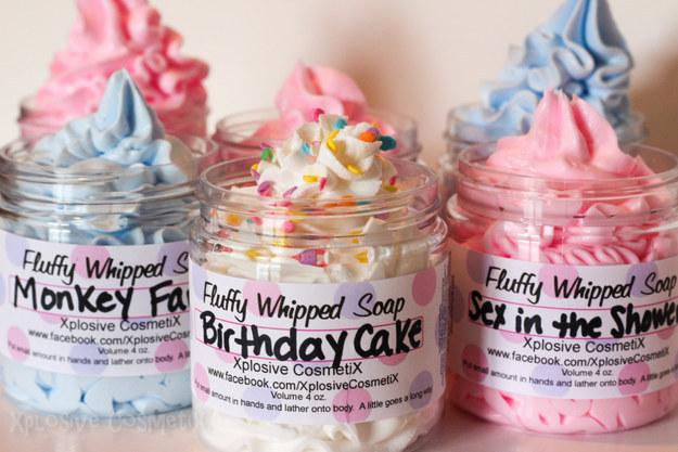 Estos jabones veganos en crema para que huelas como pastel de cumpleaños.