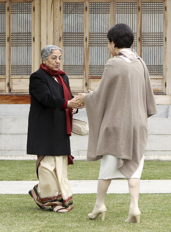 South Korea's Kim Yoon-ok and India's First Lady.