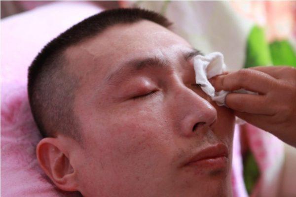 Li Kangyu is crying.
