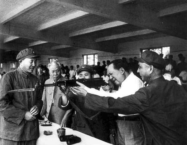 mao-zedong-28-1964-beijing-rifle