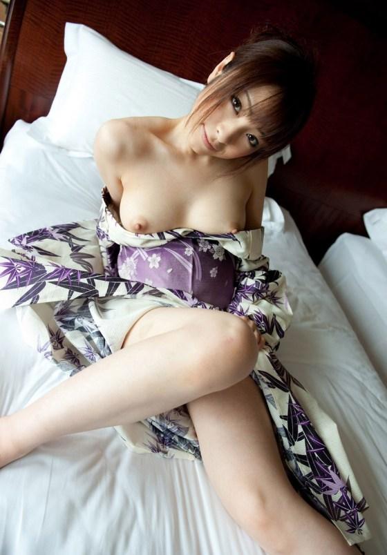 やはり外国人が抱きたい日本人のコスチュームプレイは「和服」が一位なんだろうか?。。。。。【画像あり】
