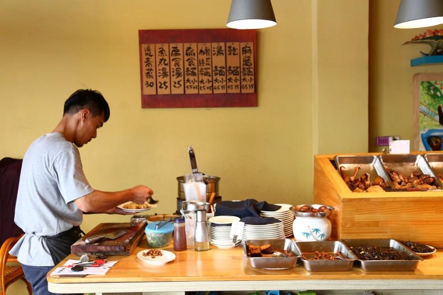 台南 心中是不是曾經有那麼一間麵,由衷的讓妳覺得感動?不是因為他的美味、環境,而是… 台南市中西區 小丰川