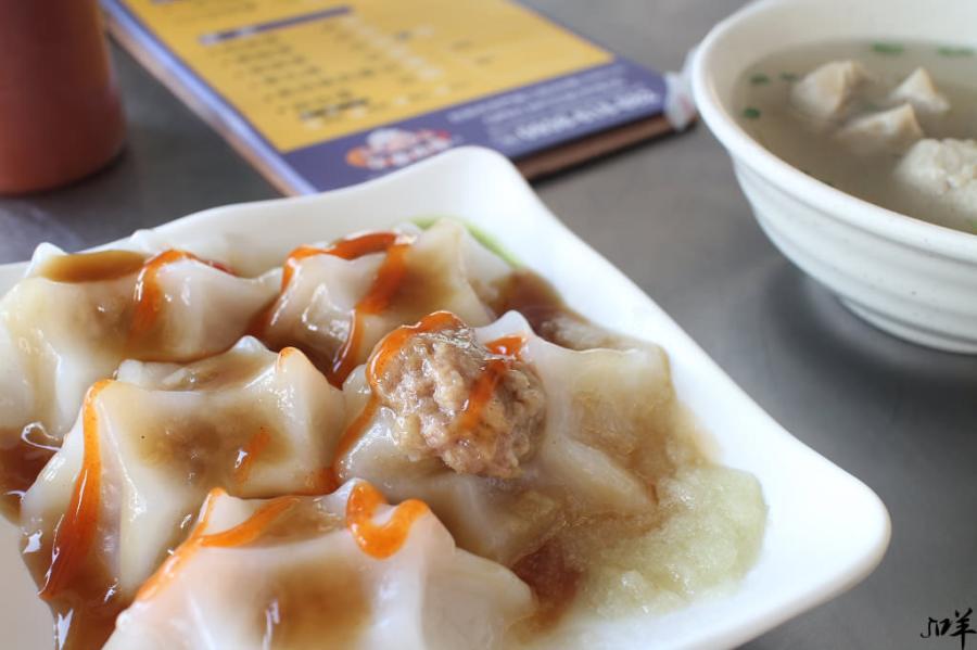 台南 造型獨特的肉圓小店,一大口一顆表皮滑彈內餡香,搭配醬料更涮嘴 台南市中西區 牙齒肉圓