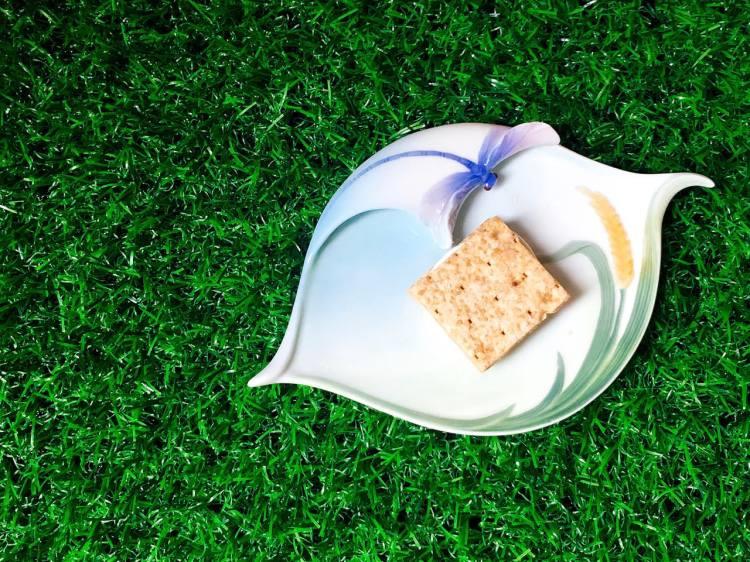 吉室牛軋米餅中秋禮盒 》原味與鹹蛋黃口味   Taiwan Nugget Brown Rice Cracker