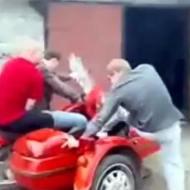 【衝撃映像】あほなオッサン3人がおしゃれバイクを買った結果・・・