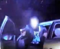 【衝撃映像】警察から逃亡→カーチェイス→銃撃戦!!