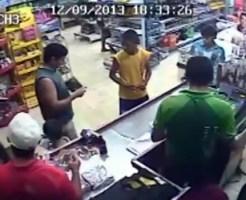 【衝撃映像:犯罪】スーパーに強盗!!たまたま私服警官が・・・オワタ・・・