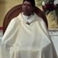 【おもしろ:馬鹿】司祭様がお祈り中にオナニーしてる件www