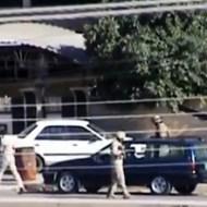 【衝撃映像:テロ】車に仕掛けられた爆破テロ・・・爆弾処理班が木っ端微塵