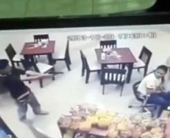 【衝撃映像:殺人】元カノを撃ち殺す現場を捉えた監視カメラ映像