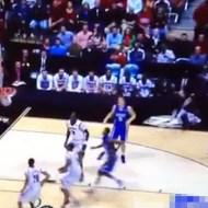 【グロ動画:スポーツ】バスケで着地の時足が曲がってはいけない方向に・・・