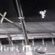 【閲覧注意:事故】バイクで大ジャンプ失敗!なぜ下にネットを張ってない!?wwww