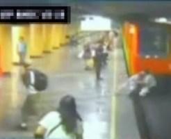 【閲覧注意:??】押して線路に落とそうとする女性・・・結局二人とも落ちて・・・