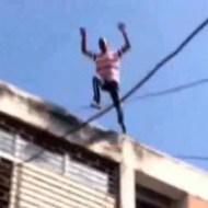 【閲覧注意:自殺】テレビ中継の中ビルから飛び降りる男性