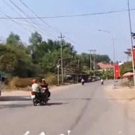 【事故映像】車線無視の暴走バイク→見事なバイク同士の正面衝突