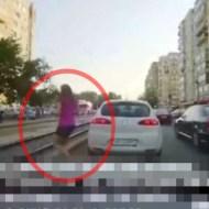 【事故:電車】若い女性が路面電車に気付かず線路へ・・・